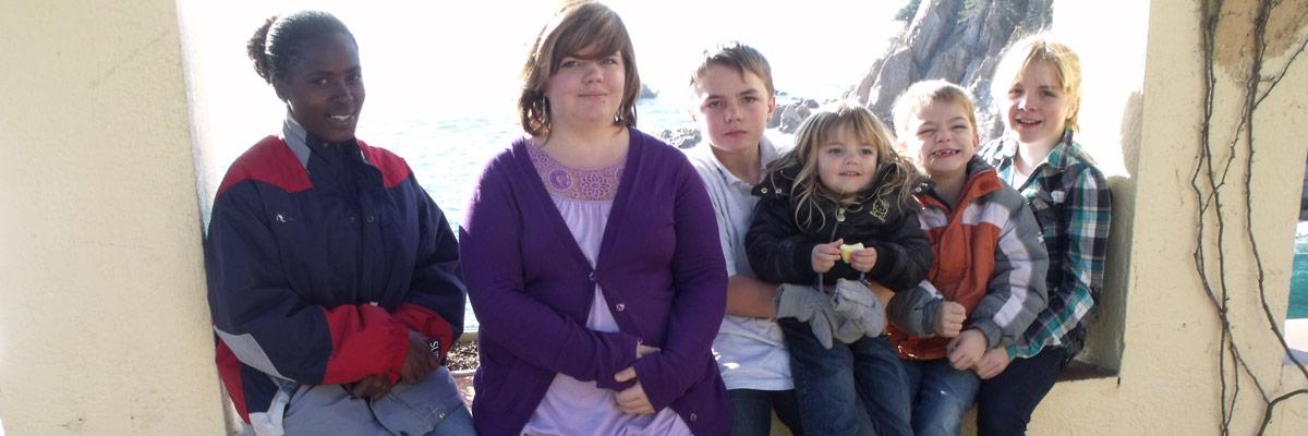 6 Kinder in einem Rahmen