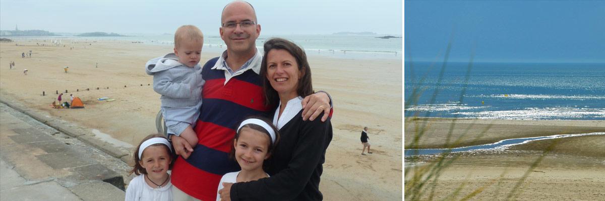 Sandra, son mari et leurs trois enfants à la plage