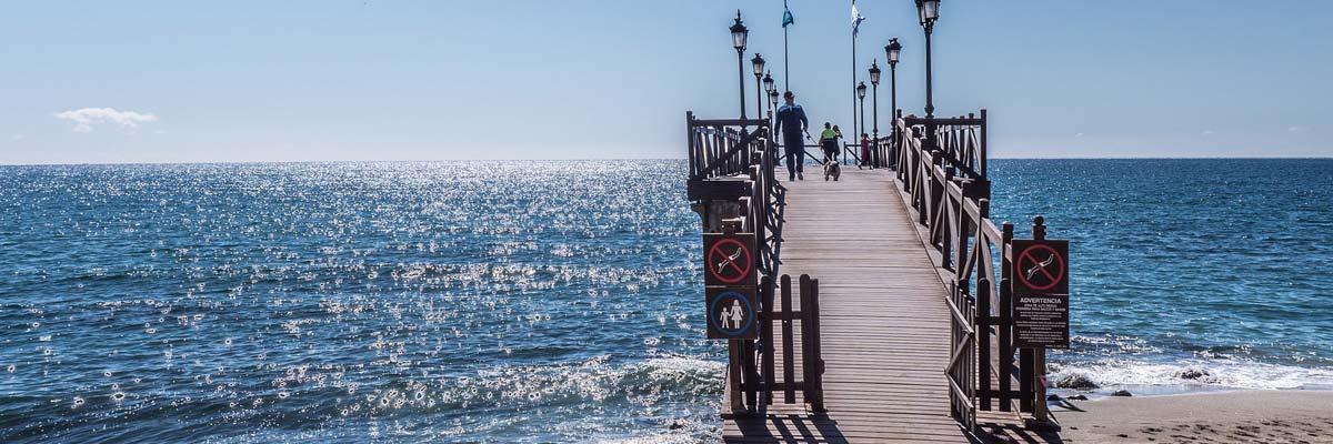 Embarcadero junto al mar en Marbella