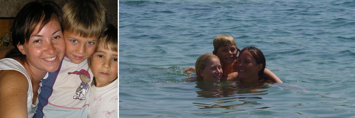 Anna mit ihren 2 Gastkindern im Meer und am kuscheln