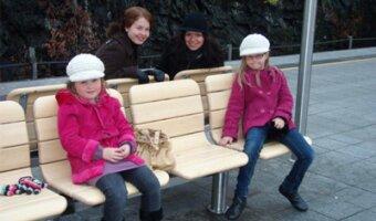 Annika, die Kinder und eine Cousine der Kinder