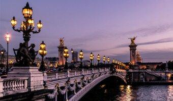 El famoso puente de París Pont alexandre al atardecer