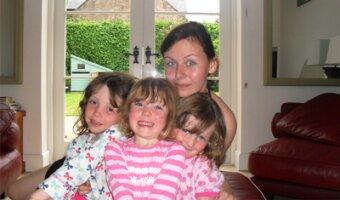 Cindy s'occuppe des trois enfants de sa famille d'accueil