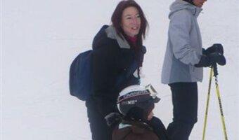Alexandra mit Kind am Ski fahren