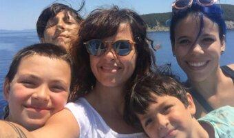 Foto di famiglia sulla spiaggia