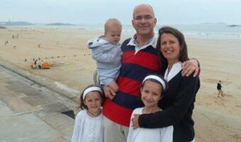Sandra et sa famille sont à la plage