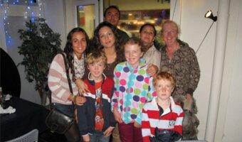 María con su familia anfitriona en Irlanda