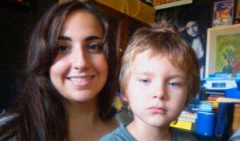 Marina con su hijo anfitrión