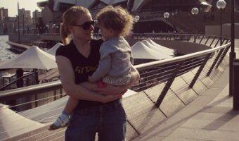 Mel in Sydney vor dem Opera House