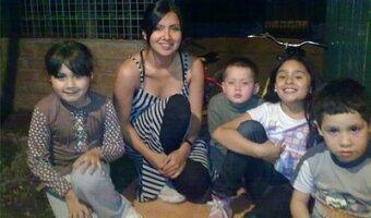 Tamara con sus cuatro hijos de au pair