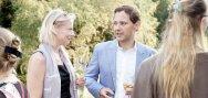 Un uomo e una donna si confrontano sui temi del collocamento alla pari
